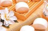 服酵母。美国加利福尼亚大学达斯古普塔教授在试验中发现,在制作面包的酵母中,含有一种可防止感冒病毒在人体细胞内繁殖扩散的成分,能治疗普通感冒,但对流行性感冒无效。