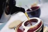 因感冒多为外感风寒之邪,常有头痛、鼻塞、流涕及一身关节酸痛,甚至怕冷、发热等症状。可用红糖、生姜、红茶各适量,煮汤饮,每日1-2次,不仅暖身去寒,而且有良好的防治感冒功能。