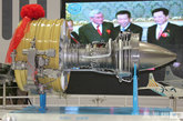 """大型商用发动机""""长江""""1000A模型。齐越 摄影"""