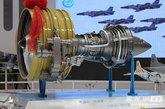 """第十四届北京国际航空展于9月21日开幕。在中航工业展台上,大型商用发动机""""长江""""1000A模型第一次与大众见面。齐越 摄影"""