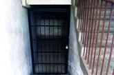 李浩用于囚禁女子的地窖,就位于这间地下储藏室下方。