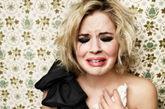 """伤心女子将丈夫骨灰植入乳房     一名寡妇将她死去丈夫的骨灰植入了乳房,这样他就可以贴近她的心。桑迪表示:""""我之所以要把达斯汀的骨灰植入乳房,是因为我从来没有像这样如此紧密地与他共存。"""""""