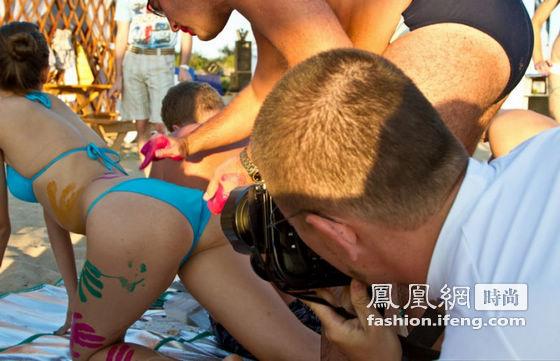 俄罗斯沙滩美女人体彩绘大赛