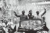 1963年5月王光美陪同刘少奇出访越南受到热烈欢迎。自1962年以来,王光美作为国家主席的夫人在中国政治舞台上日趋活跃。这使江青颇为嫉恨——王光美处于重要地位,而她却没有。
