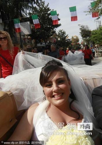 成为世界上最长的婚纱.-意大利结婚奇闻 新娘婚纱拖曳3千米