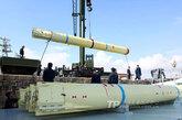 """""""鹰击-82""""潜对舰导弹,采用固体燃料发动机。"""