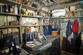 """百年前的黄油:2009年12月,南极文物信托机构的专家发现了斯科特探险队的基地,并找到了一块封存了百年的冷冻黄油。这块黄油由新西兰坎特伯雷的一家乳品公司生产。非营利性机构的南极文物信托(Antarctic Heritage Trust)正致力于维护斯科特和其他南极探险家的小木屋。其发言人雷切尔·摩根(Rachel Morgan)声称,""""特拉诺瓦""""号驶离英国时可能载有干货。""""但是,像黄油这样容易腐烂的食品无法穿越热带,所以,他们必须从新西兰购买这类食物。"""""""