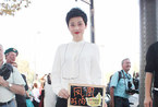 梅婷白衣黑裤现身时装周 尽显知性女人成熟美