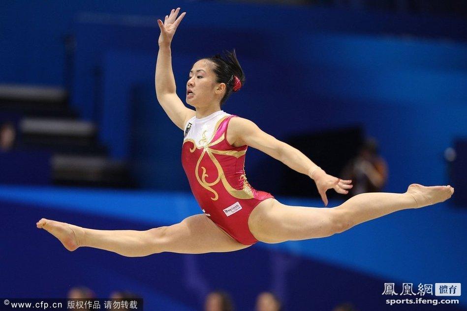 2011体操世锦赛:各国女队加紧训练[高清大图] (3/8)