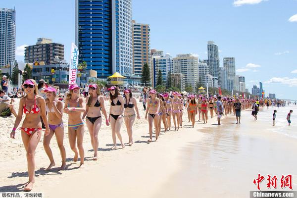 成年人的天堂:澳洲一海滩比基尼女郎成灾 男人看到麻木