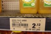 这个果汁的售价是2.12澳元,每升1.06澳元