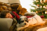 """5. 睡眠充足   女人都是睡出来的,实际上是有科学根据的,纽约皮肤科医生Jeanette Graf说:""""你的皮肤不仅仅需要自我修复,而且眼睛周围松弛的皮肤、浮肿和皱纹看起来更加糟糕,所以充足的睡眠是一定需要的。""""(图片来源:凤凰网健康)"""