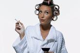 """2. 戒烟   纽约皮肤科医生Fredric Brandt说:""""吸烟除了导致癌症和口臭,还会破坏胶原蛋白和弹性蛋白的减少,继而影响雌激素的水平,而这些正是维持肌肤弹性的最重要的营养元素。"""" (图片来源:凤凰网健康)"""