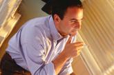 专家支招:适量饮用米酒、葡萄酒等低度酒,避免大量饮用白酒,不喝劣质酒。喝酒前要适量进食,以减少酒精对胃肠道的直接刺激。分餐制可以降低感染幽门螺旋杆菌的几率。尤其是家中有人患上胃溃疡时,分餐制就非常必要了。千万不要滥服药,长期服用对胃有刺激的药物时,最好吃点胃黏膜保护药。