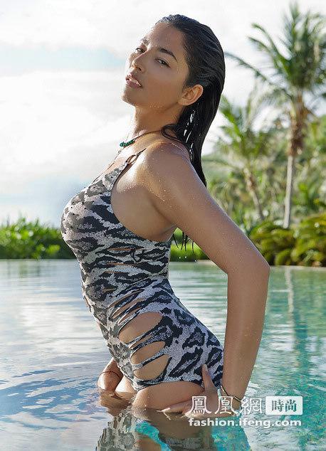 华裔超模素颜泳装写真