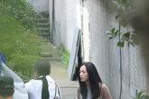 上周片场三位女星竟齐齐到场,与赵又廷饰演恋人的姚晨素颜亮相,素色针织衫随意穿着就像普通办公室同事,十分邻家。