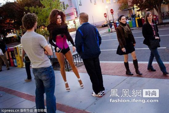 伪娘高跟鞋跑步v商城商城黑丝很a商城春情趣用品趣长裙图片