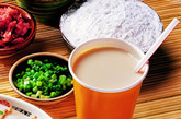 四忌装保温瓶。豆浆中的皂心能除留保温瓶里的水垢,时间长了细菌繁殖,能使豆浆变质,对人体不利。