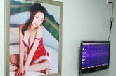 捐精室内设有美女海报和多媒体播放器。