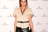 奥利维亚·巴勒莫 (Olivia Palermo) Olivia Palermo一直都是皮革衣穿着的高手,根据季节的变化她的皮革穿着也会改变风格,这种全身黑色的穿法也是 独有的。尤其搭配上半镂空感觉的短T更有性感味道。