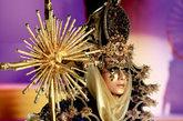 """令媒体和时尚界期待已久的2012毛戈平学校师生""""汇臻•绘意""""彩妆造型发布,2011年11月1日在中国国际时装周北京798艺术区盛大发布。作为中国最具原创力量和艺术灵感的彩妆师群体,毛戈平及其师生团队从彩妆艺术的角度,以独特的创意和构思,运用水墨、哥特、威尼斯、埃及和芭比等不同的艺术风格,汇聚中西方国家民族艺术精髓为灵感绘制东方意境中的多元文化造型臻品。让来自全世界的媒体和观众领略了毛戈平高超的彩妆创意带来的令人炫目和震撼心灵的光与色的盛宴。"""