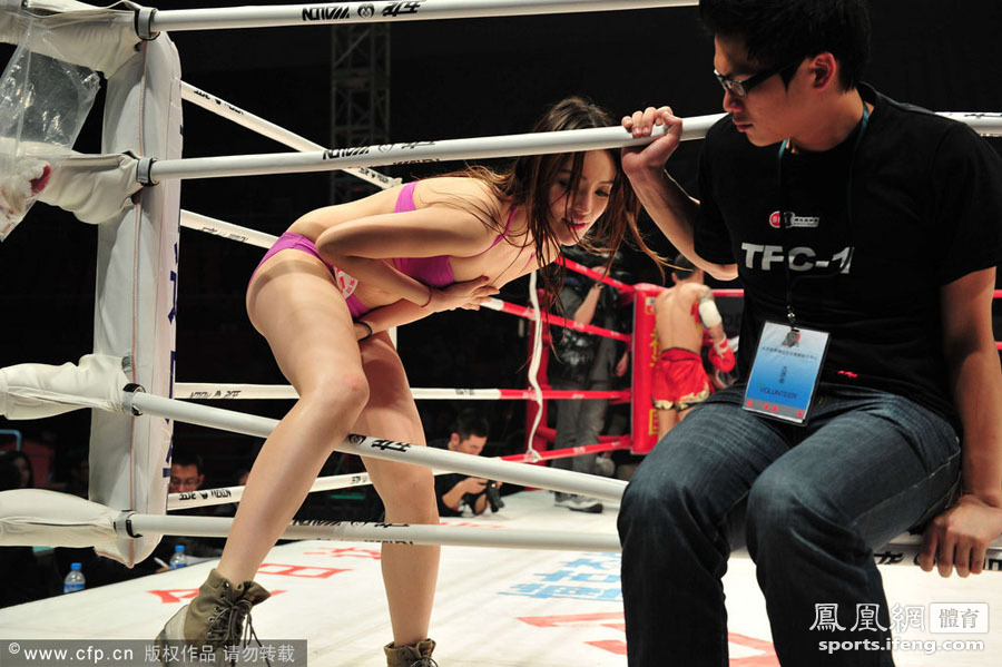 ...,2011紫禁之巅-世界武术搏击王者争霸赛,美女宝贝助阵赛场.
