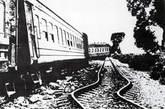地震后铁路扭曲变形