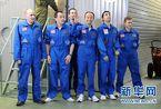 """中国志愿者结束520天""""火星之旅""""走出模拟飞船"""