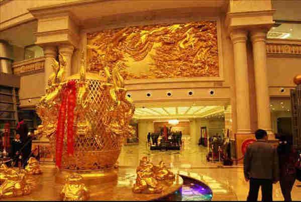 住一晚花费十万的华西村黄金酒店总统套房