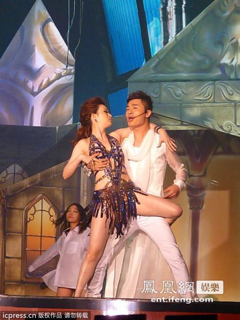 台湾拉丁舞女王亮相杭州 性感热舞惹尖叫图片