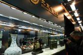 """本届展会以""""人文北京、典藏世界、文化彰显魅力""""为主题,以高端古玩艺术品展示、交流、交易为主要内容,吸引了来自中国、美国、法国、瑞典、香港和台湾等国家及地区的60余家参展商参展,不少参展商带来了难得一见的珍藏高端文物。"""