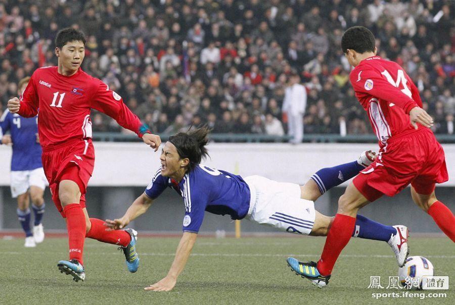 亚预赛:朝鲜1-0日本 郑大世亮相本国球迷疯狂[高清]
