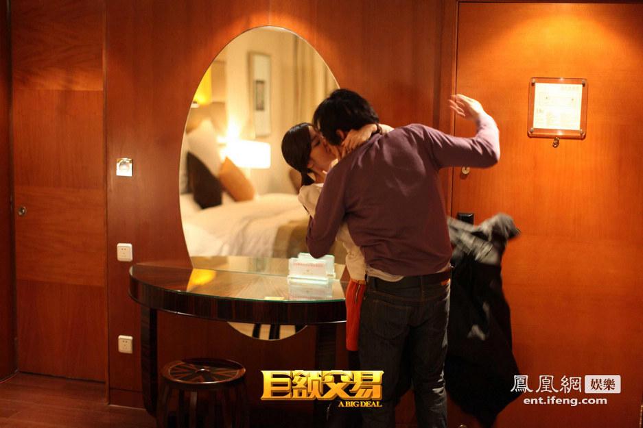 巨额交易》曝蓝正龙韩彩英床照揭露男人春梦