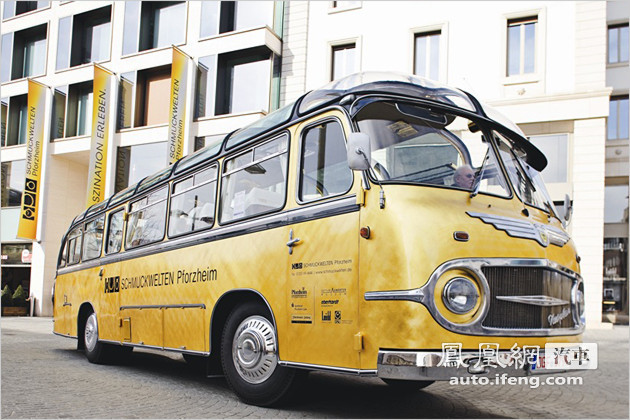 德国小城打造黄金巴士