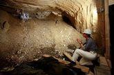 2010年6月,一名员工在矿洞借助手电光检查因岩层错位而出现的岩石裂缝。旧矿井出现的裂缝让雨水渗透进来,同时溶解了岩石中的盐分。有关当局现在担心该地区的地下水可以被放射性废物的沾染。目前,每天有12000公升的盐水从矿井泵出,目的是阻止它与泄漏的核废料交融。