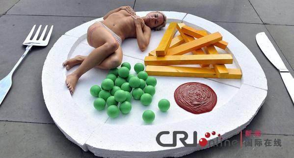 英国女主持人全裸宣传素食
