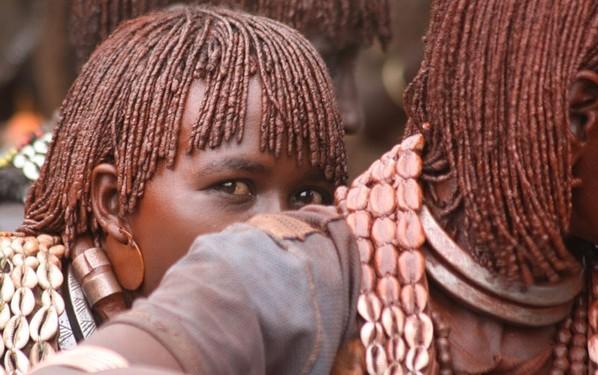 探秘非洲最后的原始部落 女人嘴大如盤(圖)