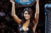 刘雯/UFC举牌女郎西莱斯特。图片来源:国际在线