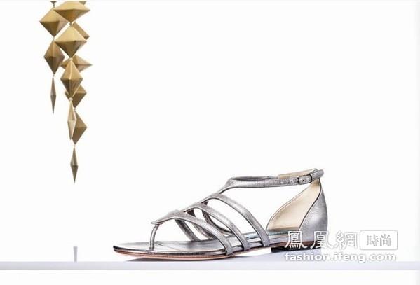 麦昆前设计师出新鞋 风格是否依旧另类?