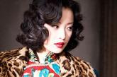 老上海妆第四要点:标志性卷发。无论是上海还是巴黎,靡撩卷发都是30年代的标志性发型,时尚大都市摩登女郎的必备元素。无意识地轻撩一下额头上的发卷,举手投足间风情万种。