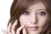 看你的眼白的颜色就可知道近来身体状况哦,不信试一试吧。眼白发蓝: 医学上称之为蓝色巩膜。这种征象多是慢性缺铁造成的。铁是巩膜表层胶原组织中一种十分重要的物质,缺铁后可使巩膜变薄,巩膜掩盖不了巩膜下黑蓝色的脉络膜时,眼白就呈现出蓝色来了。而慢性缺铁又必然导致缺铁性贫血。凡中、重度贫血患者,其眼白都呈蓝白色。(资料图)