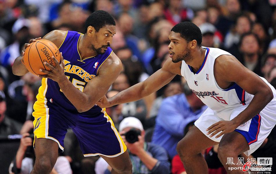 NBA季前赛-科比缺阵 湖人103-108不敌快船[高清大图]