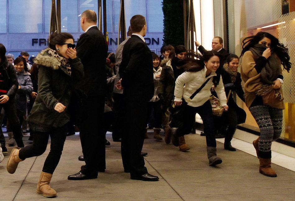 英国奢侈品店促销 充斥中国面孔