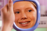 """牙齿与身体,有着一种难舍难分的亲密关系。相互影响,互为映照。就像广告语说的:""""牙好,身体就好。吃嘛嘛香,身体倍棒!""""而反之,身体的不适,牙齿也会有所反应,它会向你悄悄预警身体的状况。因此,牙齿幕后的健康悬念你不可不知。(图片来源:资料图)"""