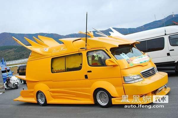 """日本车迷展示极致到""""变态""""改装蝙蝠车"""