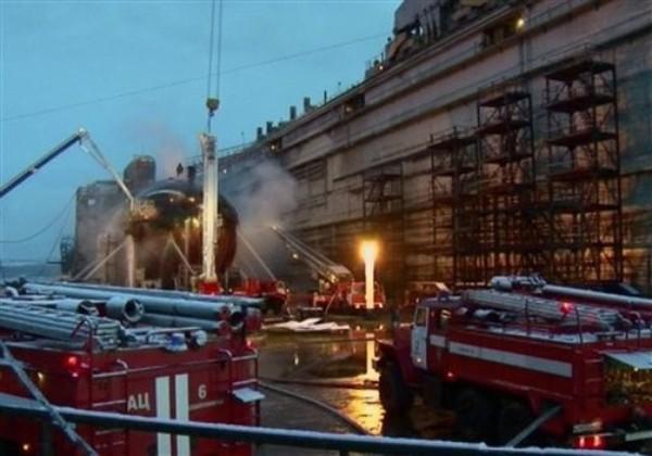 直击俄罗斯核潜艇大火:酷似正在被清蒸的巨鲸 (组图)