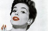 什么是真正的复古风?回到那个年代的广告一起去寻找灵感吧!今天编辑带你重温经典美妆,一起来看看60年代彩妆品牌Cutex的一系列时髦指甲油广告。广告画面色彩欢快活泼,虽然年代久远,但仍能感受到时髦气息。