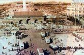 """民国元年1912年大清门改名""""中华门,1959年扩建天安门广场时拆除,1976年在其遗址处修建了毛主席纪念堂。"""
