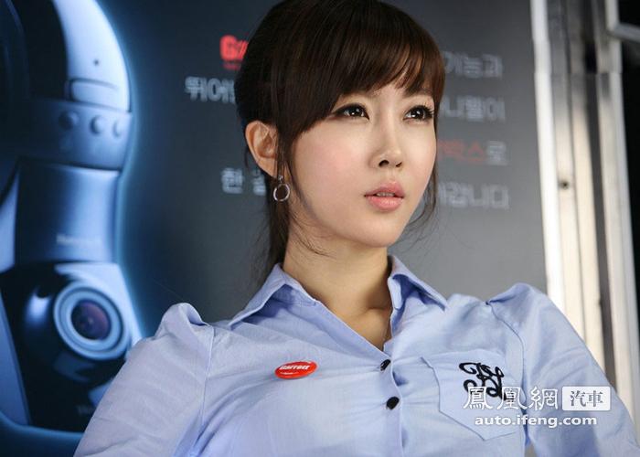 韩国清纯美女车模翘臀嫩模酷似90后 汽车频道