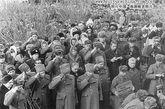 苏军伊曼边防总队队长列昂诺夫上校参加斯特列利尼科夫上尉和布依涅维奇上尉的葬礼(1969年3月6日)。